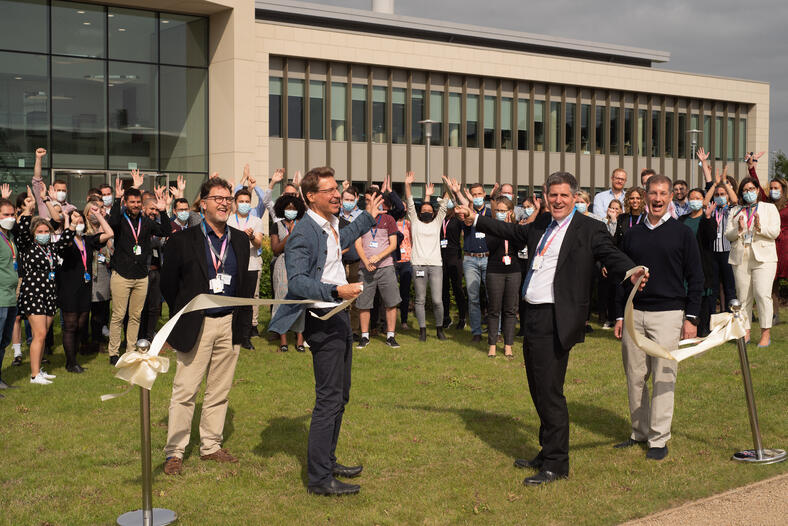 bit.bio welcomes Anthony Browne MP to officially open Cambridge headquarters