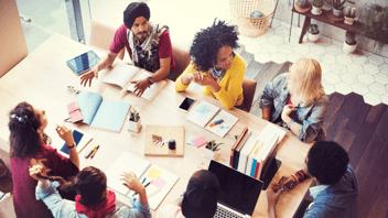 inbound-marketing-team-discussion