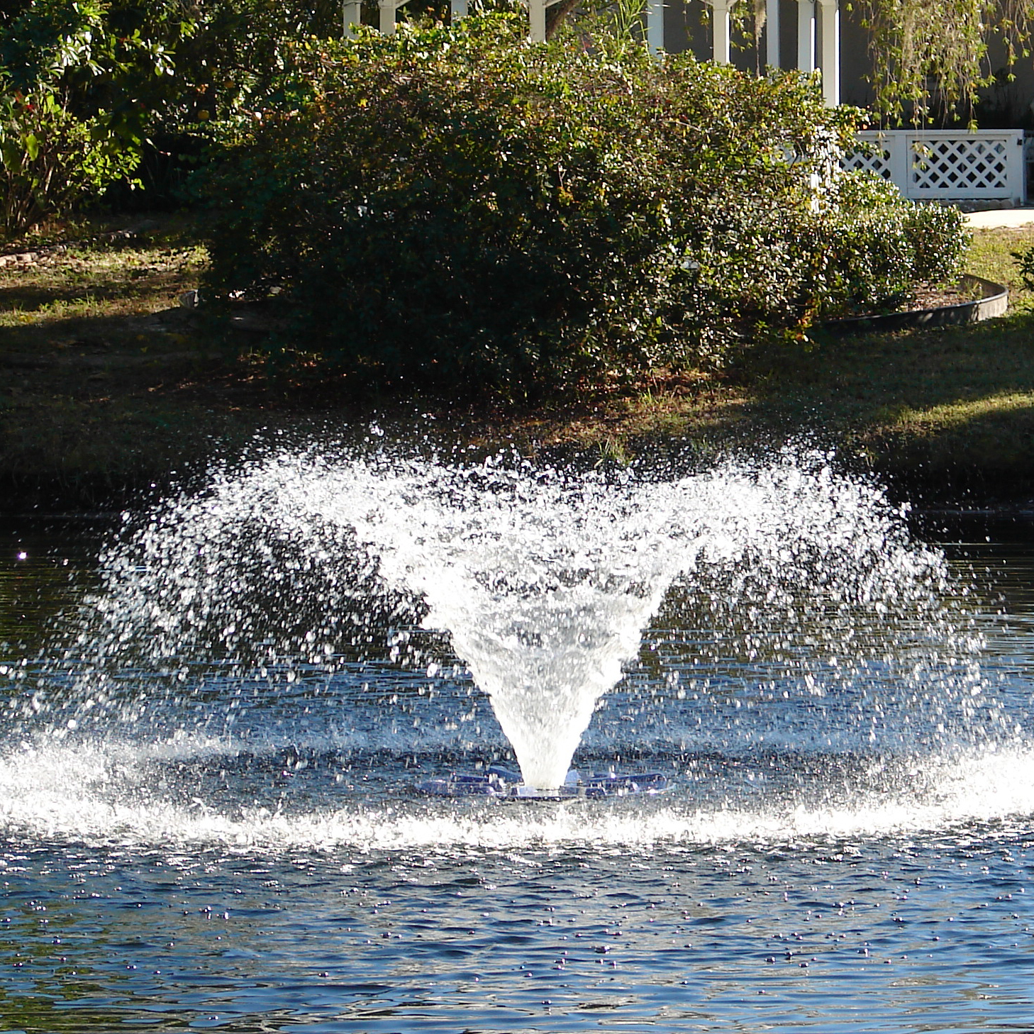 AquaMaster Volcano II & Hydromax Series Lake And Pond Fountains