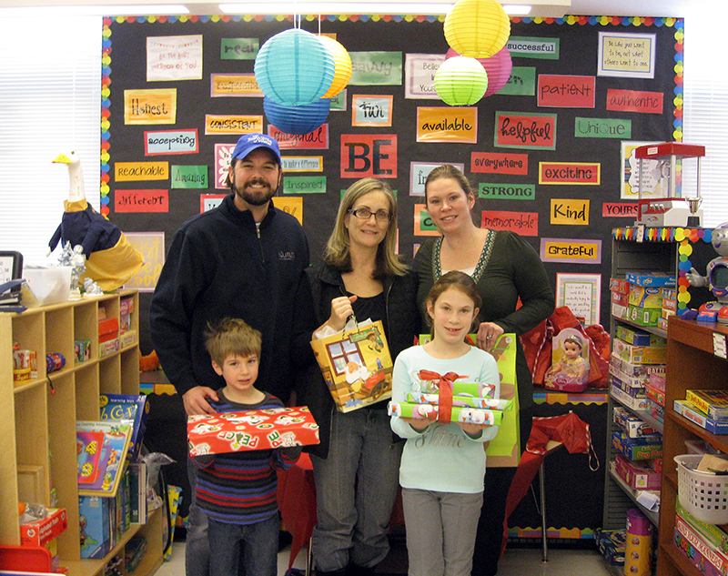 HOLiday_Cheer_Gift_drop_off_in_PA_John_Maggie_Principal_Bishop_and_kids_c-1