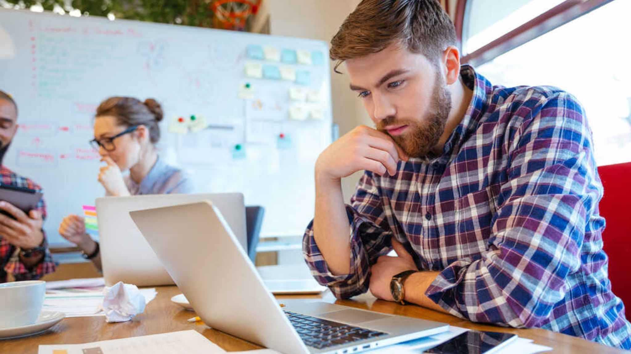Hvordan skrive gode blogginnlegg for B2B? [10-punkts sjekkliste]