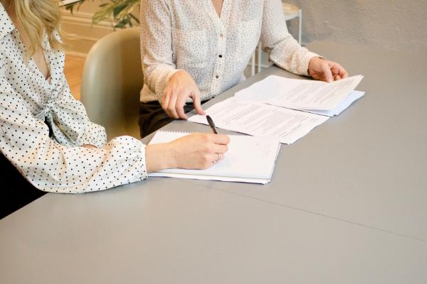 Wie man einen internationalen Geschäftsbericht erstellt