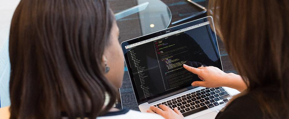 Acolad software localization tips - two people coding - photo: christina-wocintechchat-unsplash
