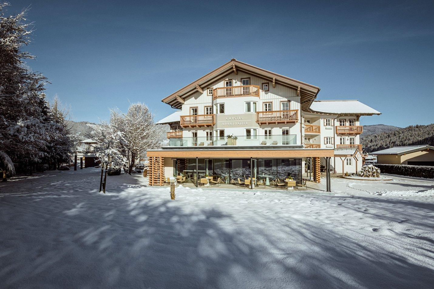 Crystls_fassade_winter_flachau_aparthotel breit