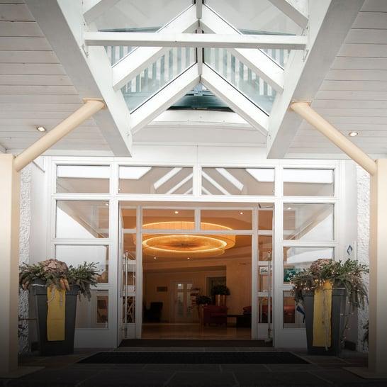 Crystls_Eingang_Flachau Skiurlaub  Hotel mit Sauna und Zimmer Appartements  Achat Opal Saphir