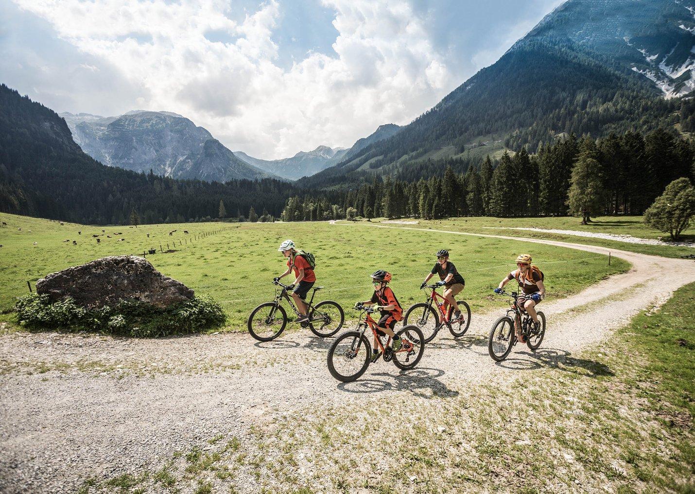 Bikeurlaub familienhotel flachau fahrradurlaub österreich aktiv mit Kindern