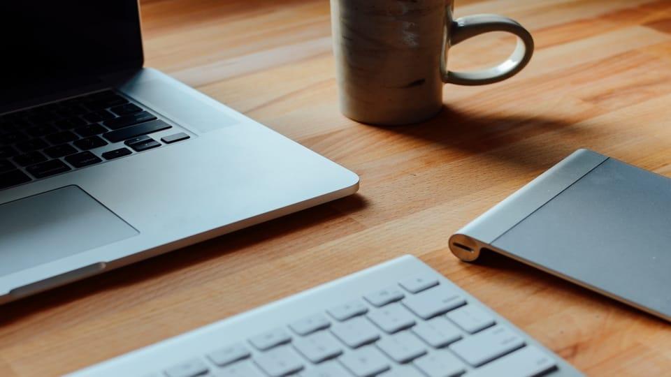 laptop-keyboard-mug-on-table