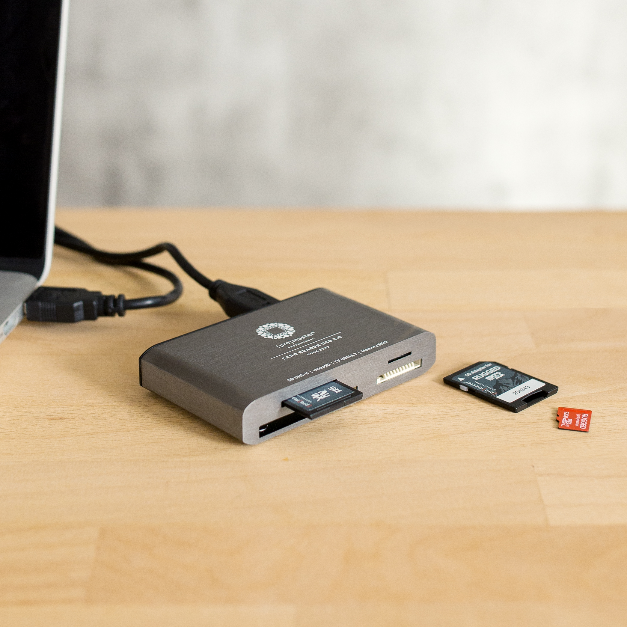 Professional USB 3.0 Multi Card Reader