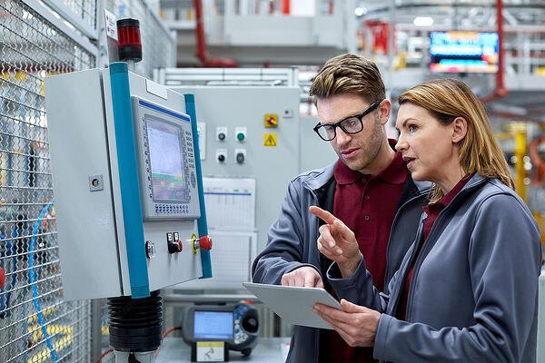 Industry 4.0 for mid-sized manufacturing companies: How cloud ERP can get you there?