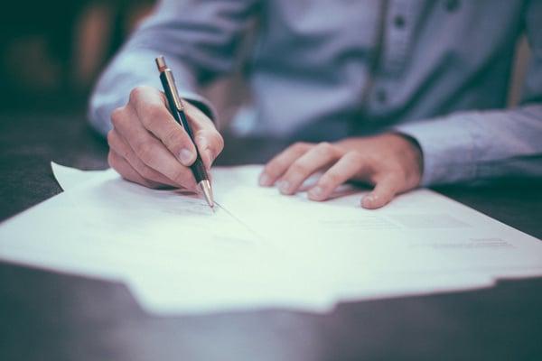 E-signering: Så räddar du ditt företag från pappersbergen