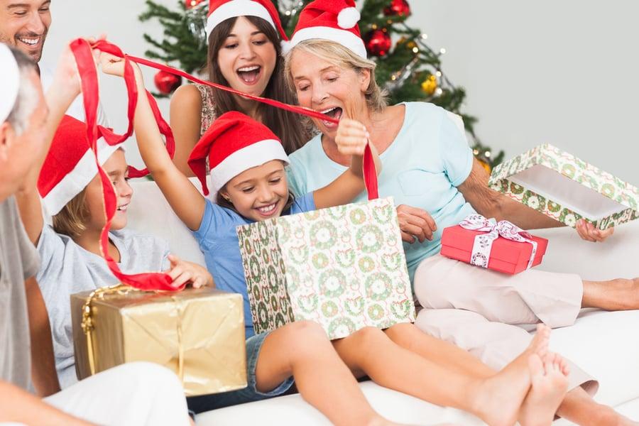 选择合适的圣诞礼物可以保护年轻耳朵的听力多年来。
