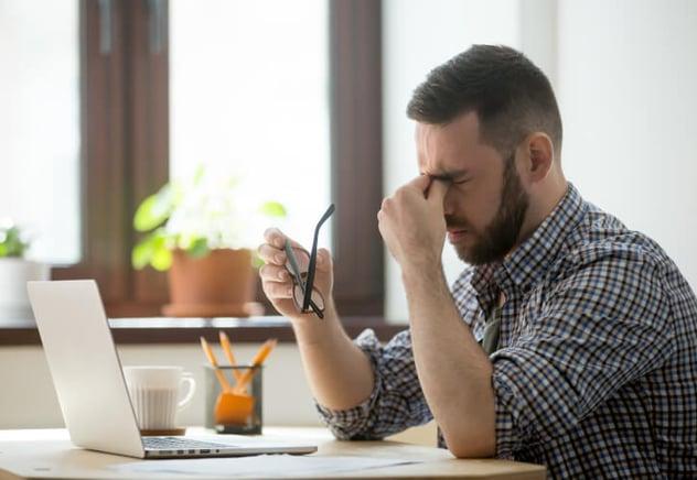 ¡Ojo con las pantallas, cuida tu salud visual en el trabajo!