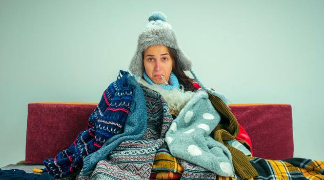 ¿Cómo diferenciar el resfriado común o la influenza del COVID-19?