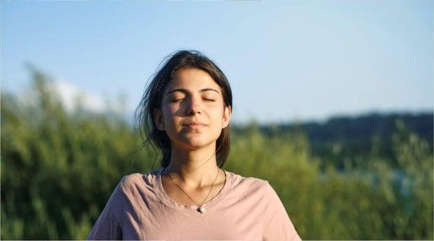 ¡Tómate una pausa y respira conscientemente!
