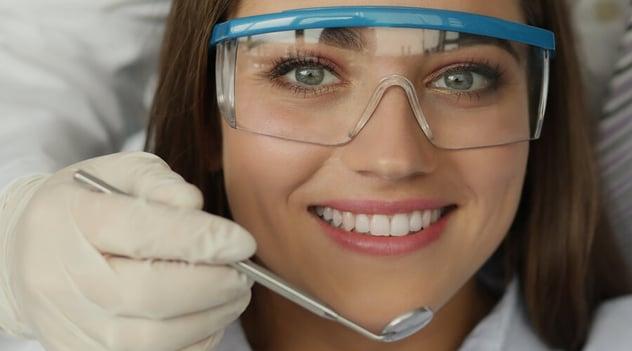 ¿Cuáles son los riesgos de un mal diseño de sonrisa?