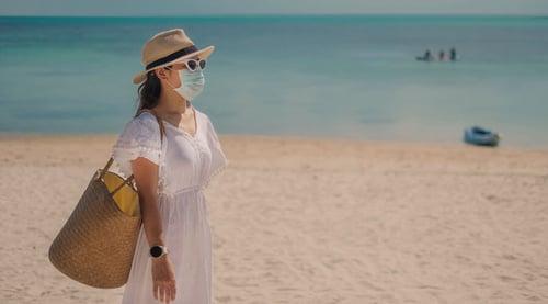 Para la playa: alista tu vestido de baño y tapabocas
