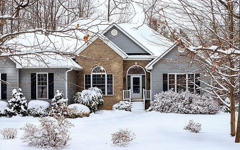 How to Winterize a House in Des Moines, Iowa