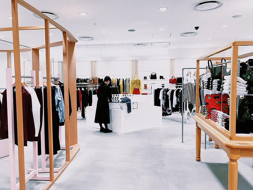 Colours and Sizes: Achieving Online Accuracy in Fashion Retail