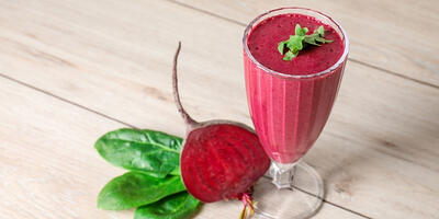 VHow to Make Vegan Detoxifying Glowing Beet and Berry Smoothie