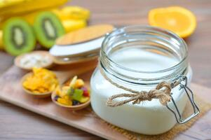 Easy-Dairy-Free-Homemade-Coconut-Yogurt