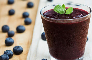 Superfood-Workout-Booster-Smoothie-Blueberry