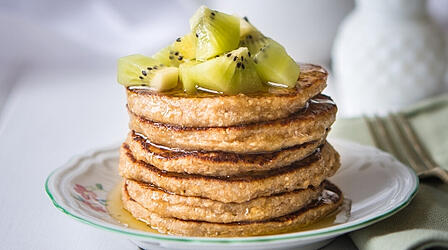 How to Make Gluten-Free Oat Flour Banana Pancakes