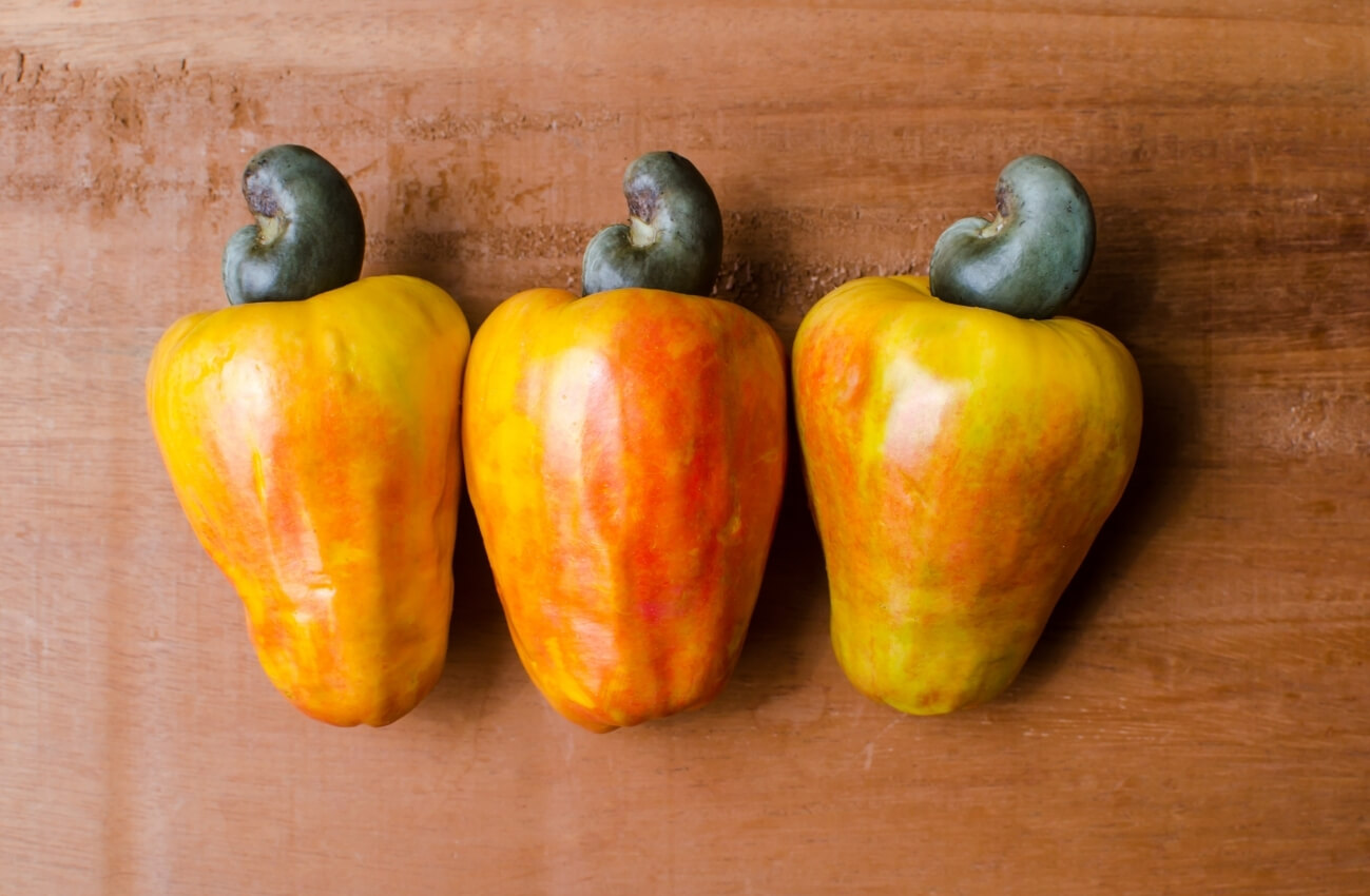 raw-cashews-apples-for-health-benefits (1)
