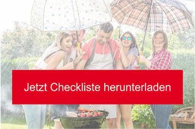 Fünf Leute grillieren im Regen mit zwei grossen Regenschirmen