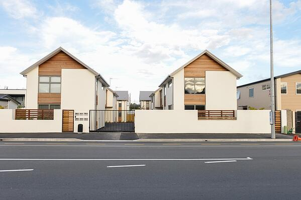 kiwi townhouses by main road