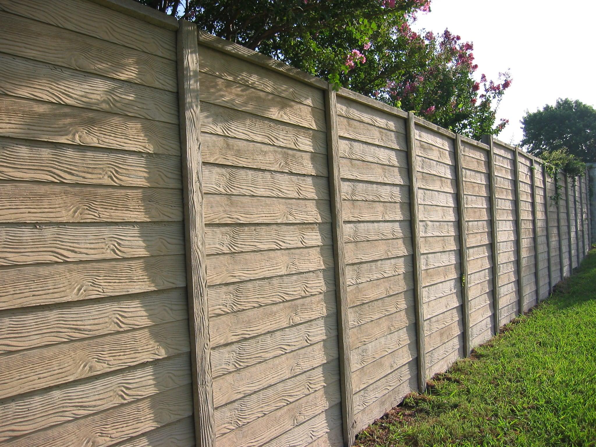 Concrete Fence wood pattern in backyard