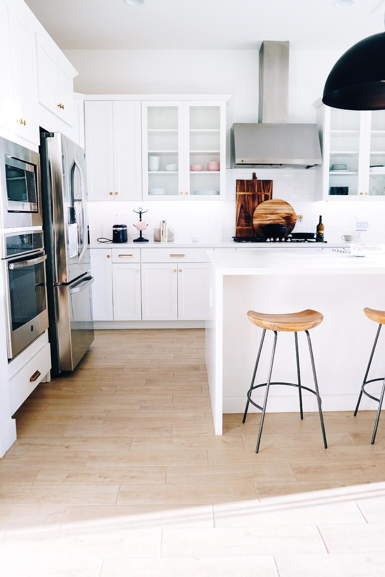 Best White Paint Colors for Kitchen Cabinets in Omaha, NE