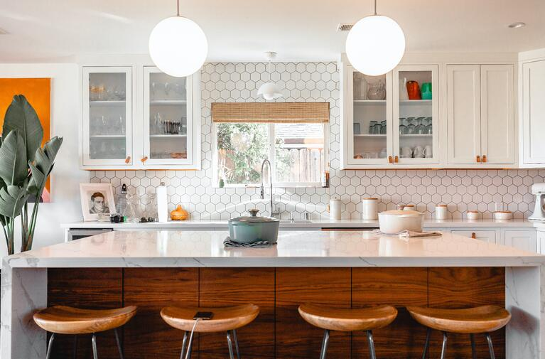 What Kitchen Cabinet Colors Are Timeless in Omaha, NE?
