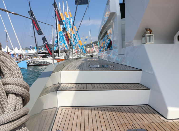 Discover the catamaran Moon Yacht 60 [Video Tour]