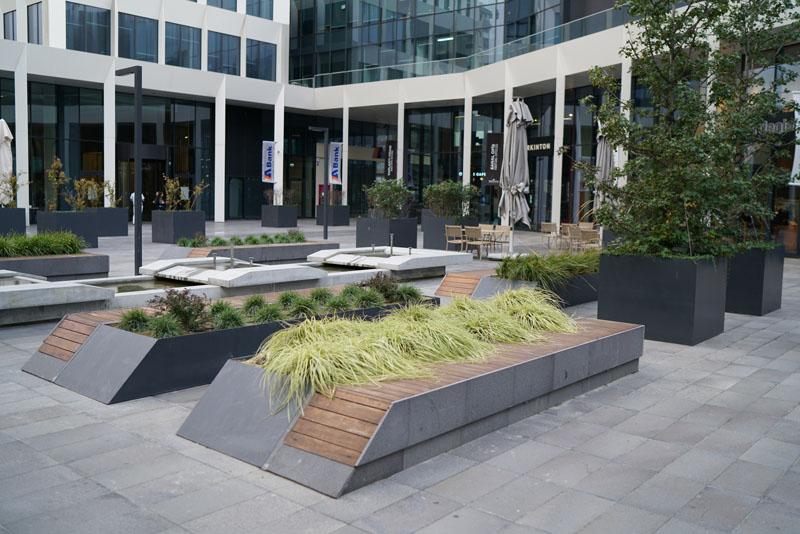 kozyatağı anadolu plaza-ticari yapıları-.saksı ve bitkisel peyzaj uygulamaları