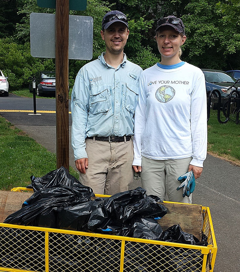 Aaron_and_Lisa_Cushing_Trash_Cart_Clean_the_Bay_Day_Charlottesville_2015_c2