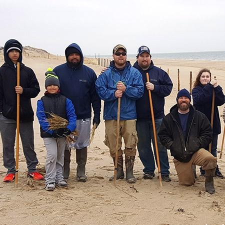 beach-grass-planting-the-solution-DE-crew