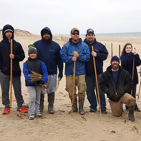 beach-grass-planting-the-solution-DE-crew_d2