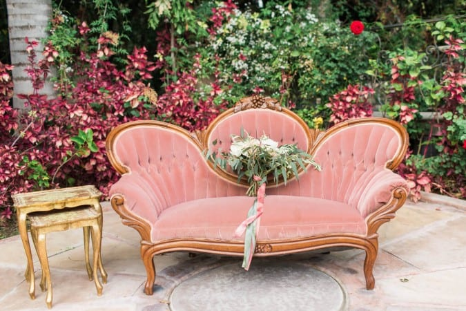 Loie Photography. Wedding Photography. Pink victorian sofa