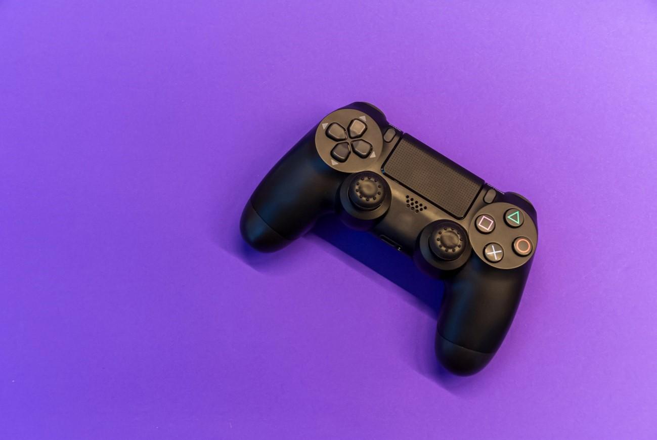 Mando PS4 con fondo corporativo