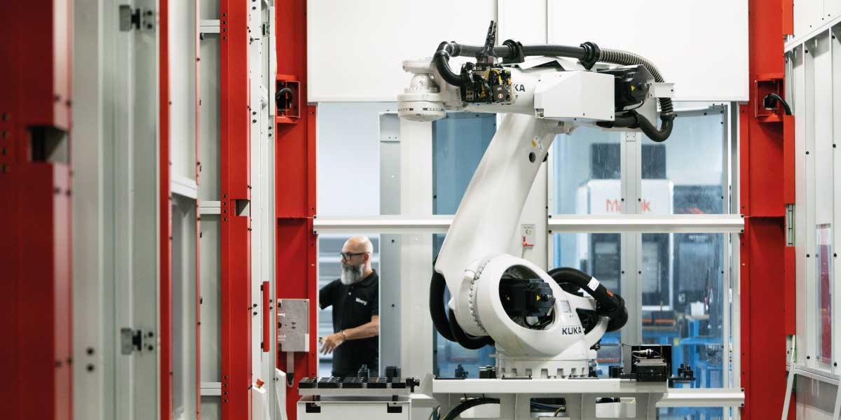 CNC machining with robotic arm