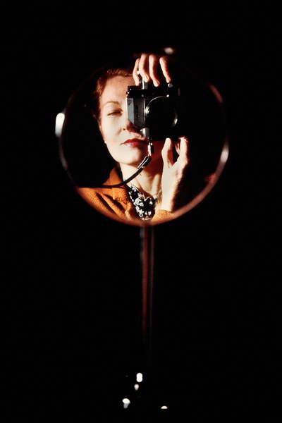 Autoritratto allo specchio (foto) © Maria Mulas  Bridgeman Images 6371785