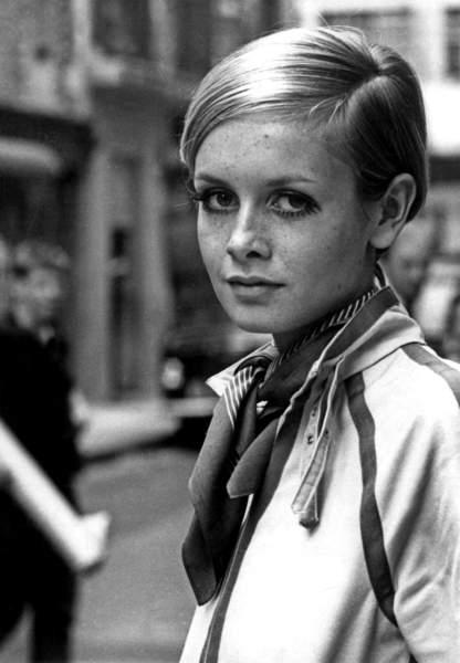 Twiggy in London, 1967 (bw photo)  Bridgeman Images  1948569